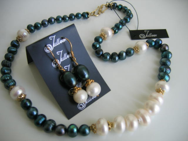 Peacock Green and white pearl necklace set