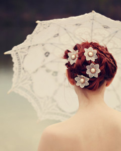 flower-in-the- hair-cream- wedding